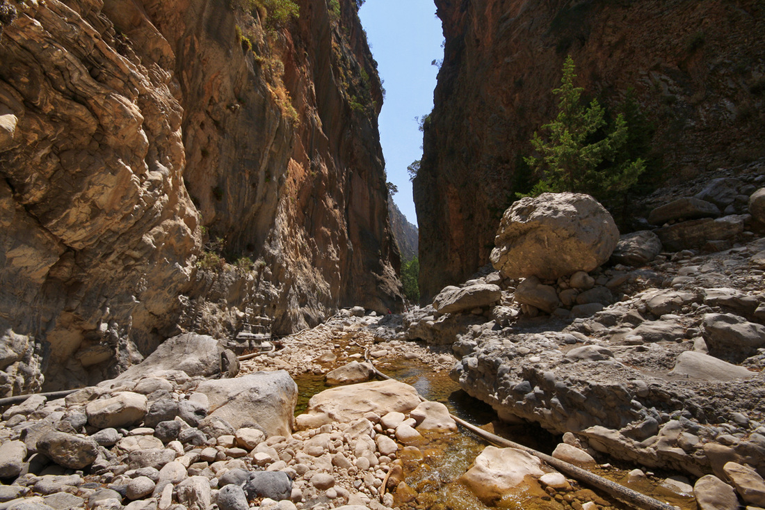 Portes (the famous narrow passage at Samaria)